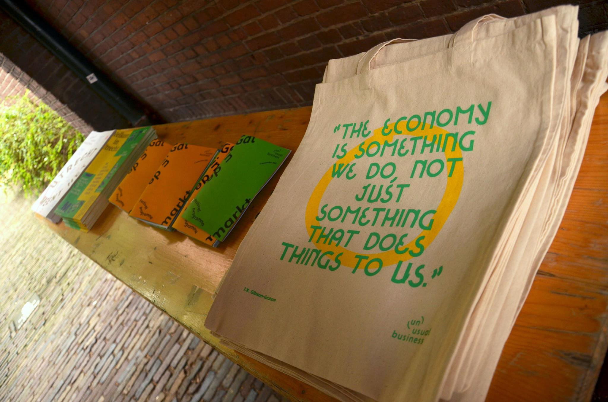 Tote bags and Utrecht Meent Het #2 journal for the taking at the entrance, photo by Whitney Stark (September 2016)