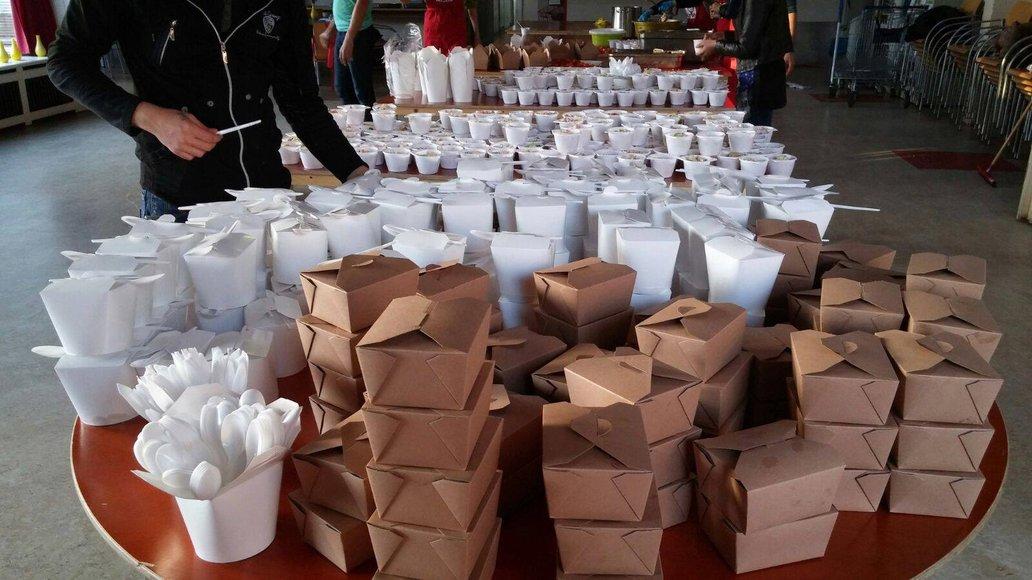Resto van Harte gave 300 food packages to the refugees in the shelter in Utrecht, Source: Facebook - Welkom in Utrecht